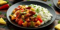 Hähnchen-Reis mit Gemüse und Ananas