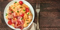Omelette mit Mozzarella und Bacon