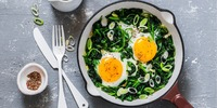 Lauch-Rucola-Pfanne mit Eiern