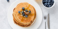 Frischkäse-Pancakes mit Heidelbeeren