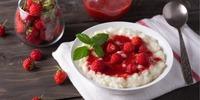 Low Carb Milchreis mit Erdbeeren