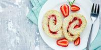 Protein Biskuitrolle mit Erdbeeren