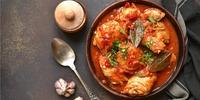 Hähnchen in Tomatensauce mit Gemüse