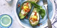 Gegrillte Avocado mit Ei und Käse