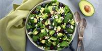 Gebackener Feta auf Salat mit Brokkoli