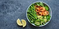 Spargel-Avocado-Salat mit Garnelen
