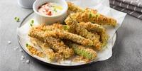 Überbackene Zucchini-Schiffchen mit Nuss-Käse-Kruste