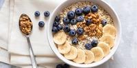 Haferflocken-Hirse Porridge mit Apfel, Zimt und Blaubeeren