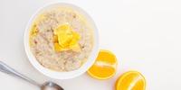 Frühstücksbrei mit Zimt und Orange