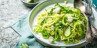 Zucchini-Artischocken-Bowl mit Feta
