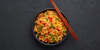 Gebratener Reis mit Asiagemüse und Tofu