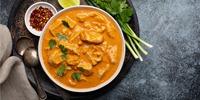 Rotes Thai-Curry mit Hühnerfleisch