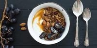 Trauben-Sanddorn-Müsli mit Walnüssen