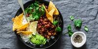Mexikanische  Bowl mit Guacamole