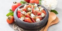 Feiner Tomatensalat mit Rucola und Hüttenkäse
