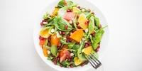 Spinatsalat mit Pilzen und Orangen