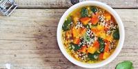 Quinoa Suppe mit Spinat