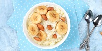 Kokos-Naturreis-Porridge mit Banane