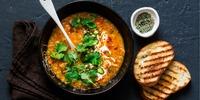 Curry mit Süßkartoffeln und roten Linsen