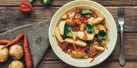 Gemüse-Curry mit Backofenkartoffeln
